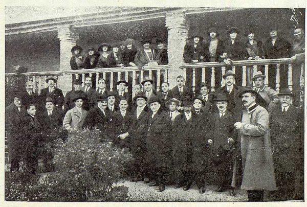 TRA-1922-182-Fiesta en la Casa del Greco para los integrantes de la obra La Dama del Armiño-Foto Rodríguez