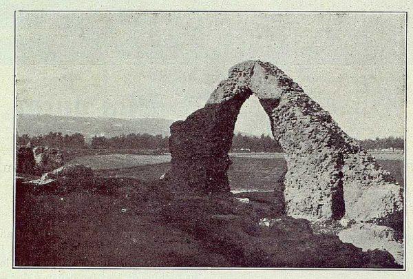 TRA-1922-182-Restos de Arco Romano-Foto Camarasa