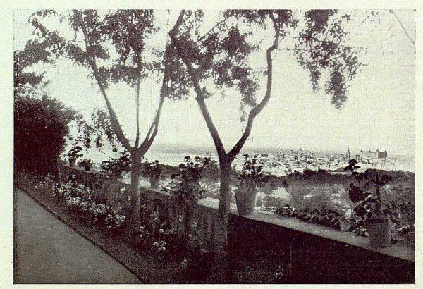 TRA-1922-183-Vista de Toledo desde la terraza de la Quinta de los Duques de Bailén