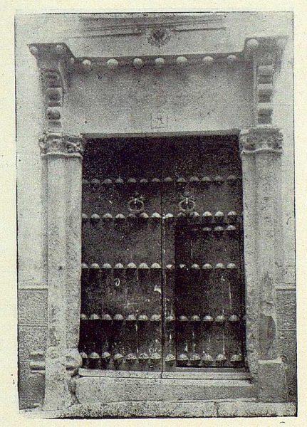 TRA-1922-185-Calle de la Plata 05, portada gótica