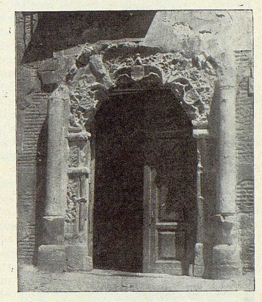 TRA-1922-185-Calle del Instituto 07, portada gótica