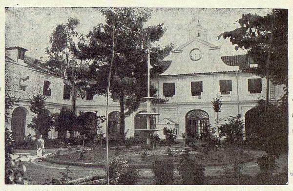 TRA-1922-186-Fábrica Nacional de Artillería, patio-Foto Rodríguez