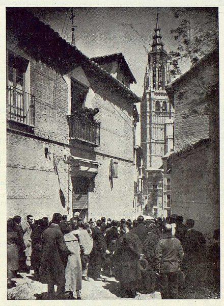 TRA-1923-195-Calle de Santa Isabel, descubrimiento de lápida donde vivió Galdós-Foto Lozano