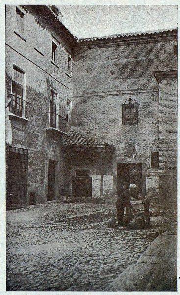 TRA-1924-208-Plaza de las Capuchinas-Foto Goitia