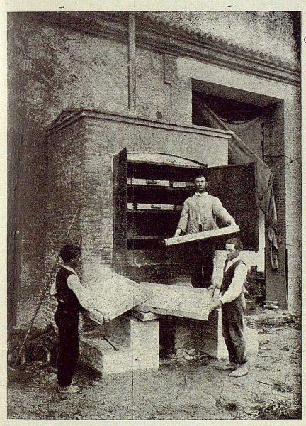 TRA-1925-221-Arte de la seda, ahogando capullos