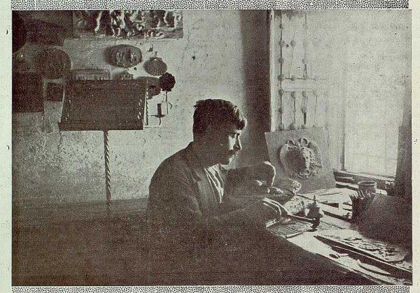 TRA-1925-223-Julio Pascual en su taller