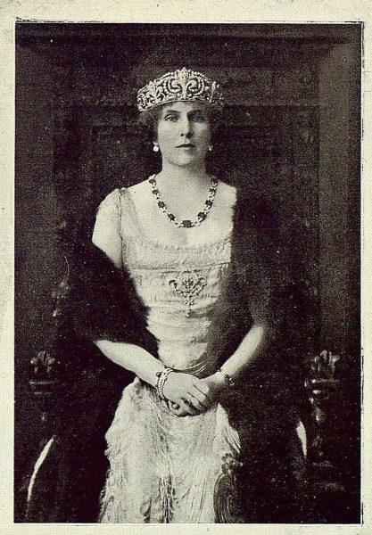 TRA-1925-223-La Reina Victoria Eugenia