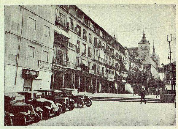 TRA-1925-224-Plaza de Zocodover, parada de coches-Foto Rodríguez