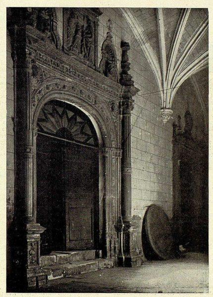 TRA-1926-232-Hospital de Santa Cruz, portada interior-Foto Clavería