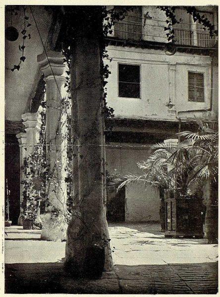 TRA-1926-234-Patio de una casona-Foto Clavería