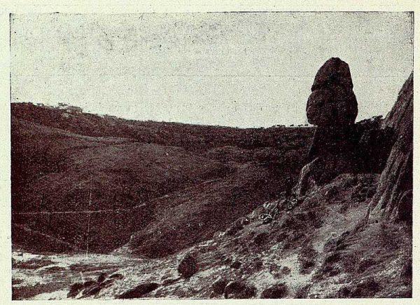 TRA-1926-234-Peña Caballera en los canchales del arroyo de la Degollada