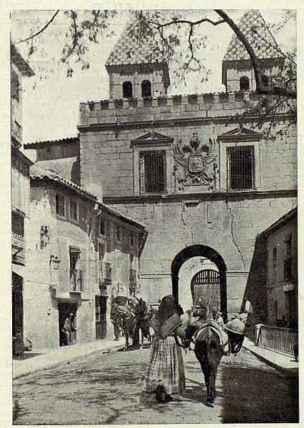 TRA-1926-236-Puerta de Bisagra, interior-Foto Clavería