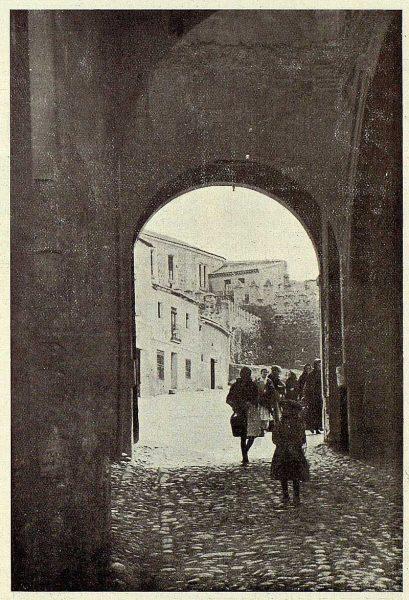 TRA-1926-237-Puerta del Cambrón, interior-Foto Clavería