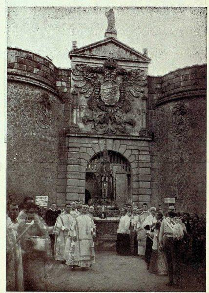 TRA-1926-238-Congreso Eucarístico Nacional, la Custodia en Puerta de Bisagra