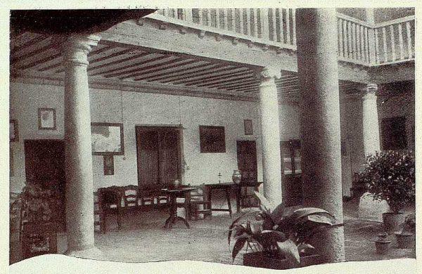 TRA-1928-252-Patio toledano-Foto Contreras