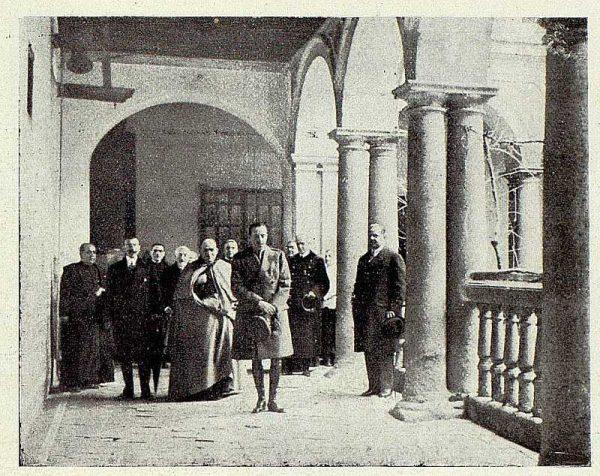 TRA-1928-255-El rey y el cardenal en el convento de Santo Domingo el Real-Foto Rodríguez