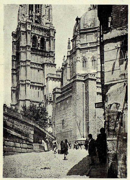 TRA-1928-255-Plaza del Ayuntamiento-Foto Clavería