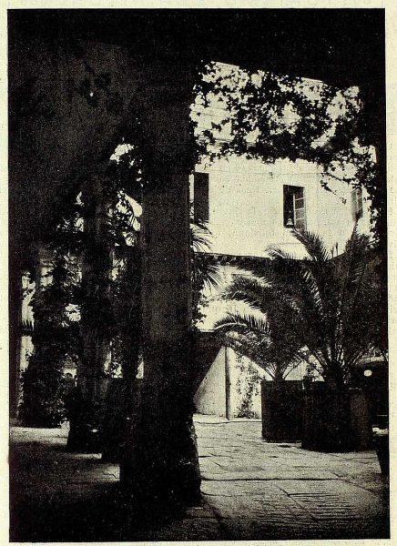 TRA-1928-257-Patio típico-02-Foto Rodríguez