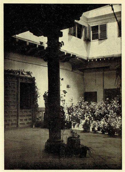 TRA-1928-259-Patio típico-02-Foto Rodríguez