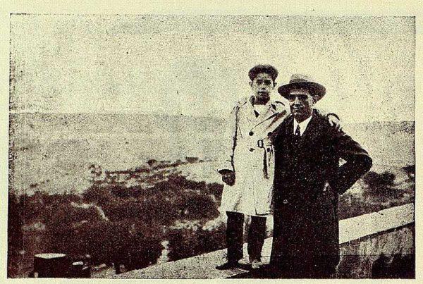 TRA-1928-261-Emiliano Ramírez Angel, con uno de sus hijos