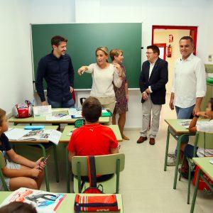 a alcaldesa supervisa las obras acometidas en las instalaciones de la Escuela Municipal de Idiomas por importe de 60.000 euros