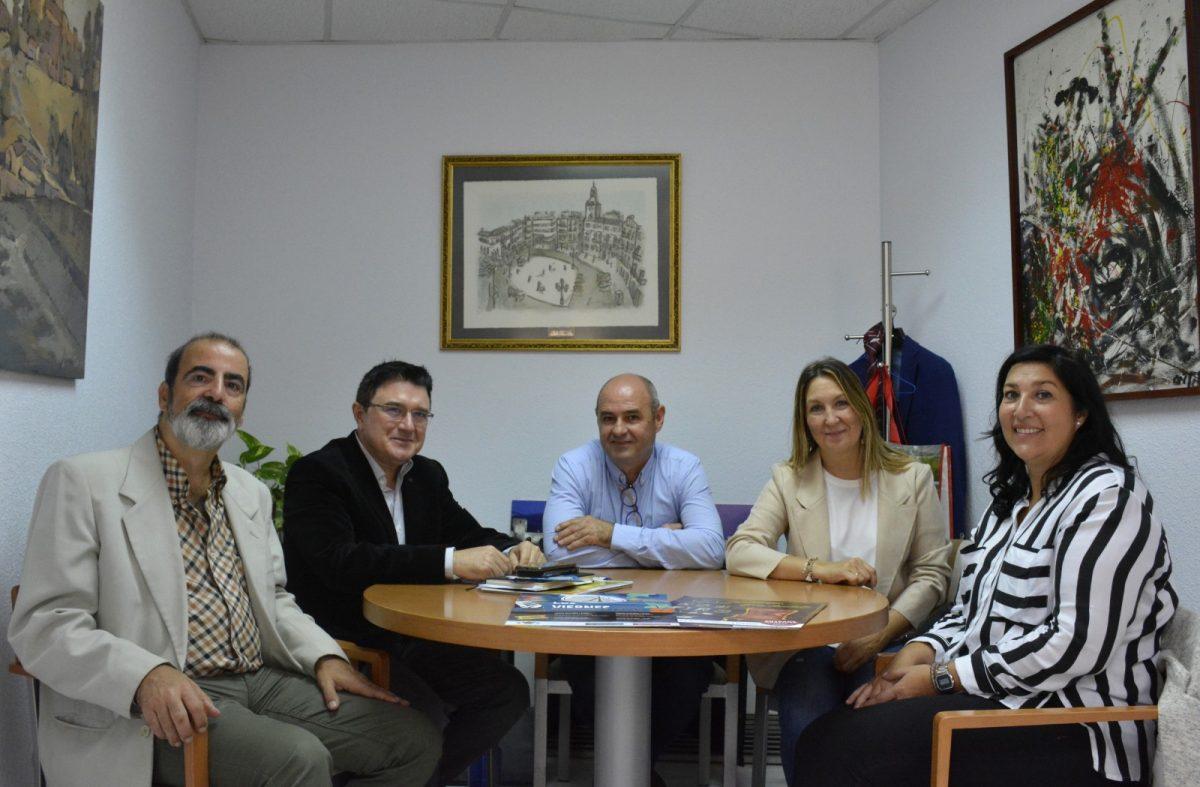 http://www.toledo.es/wp-content/uploads/2019/11/01-reunion-ronda-buenavista-1200x787.jpg. El Gobierno local respalda 'Los viernes culturales' de Buenavista que se inician con teatro el 8 de noviembre