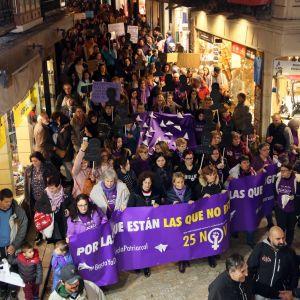"""l 25N reivindica medidas reales y efectivas para acabar con los asesinatos de mujeres y acción política """"valiente"""" en coeducación"""