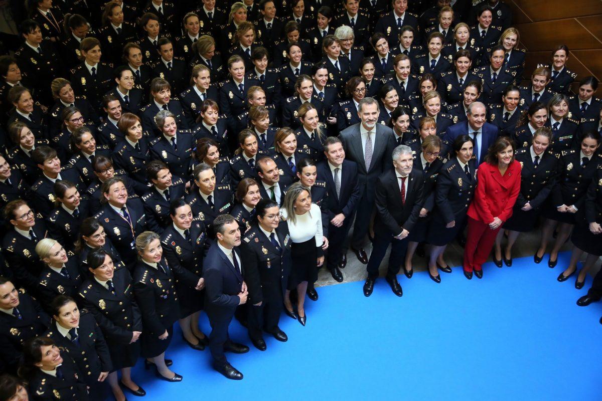 http://www.toledo.es/wp-content/uploads/2019/11/18_congreso_seguridad-1200x800.jpg. La alcaldesa acompaña al Rey Felipe VI en la inauguración del Congreso Internacional 'Igualdad de género en el ámbito de la seguridad'