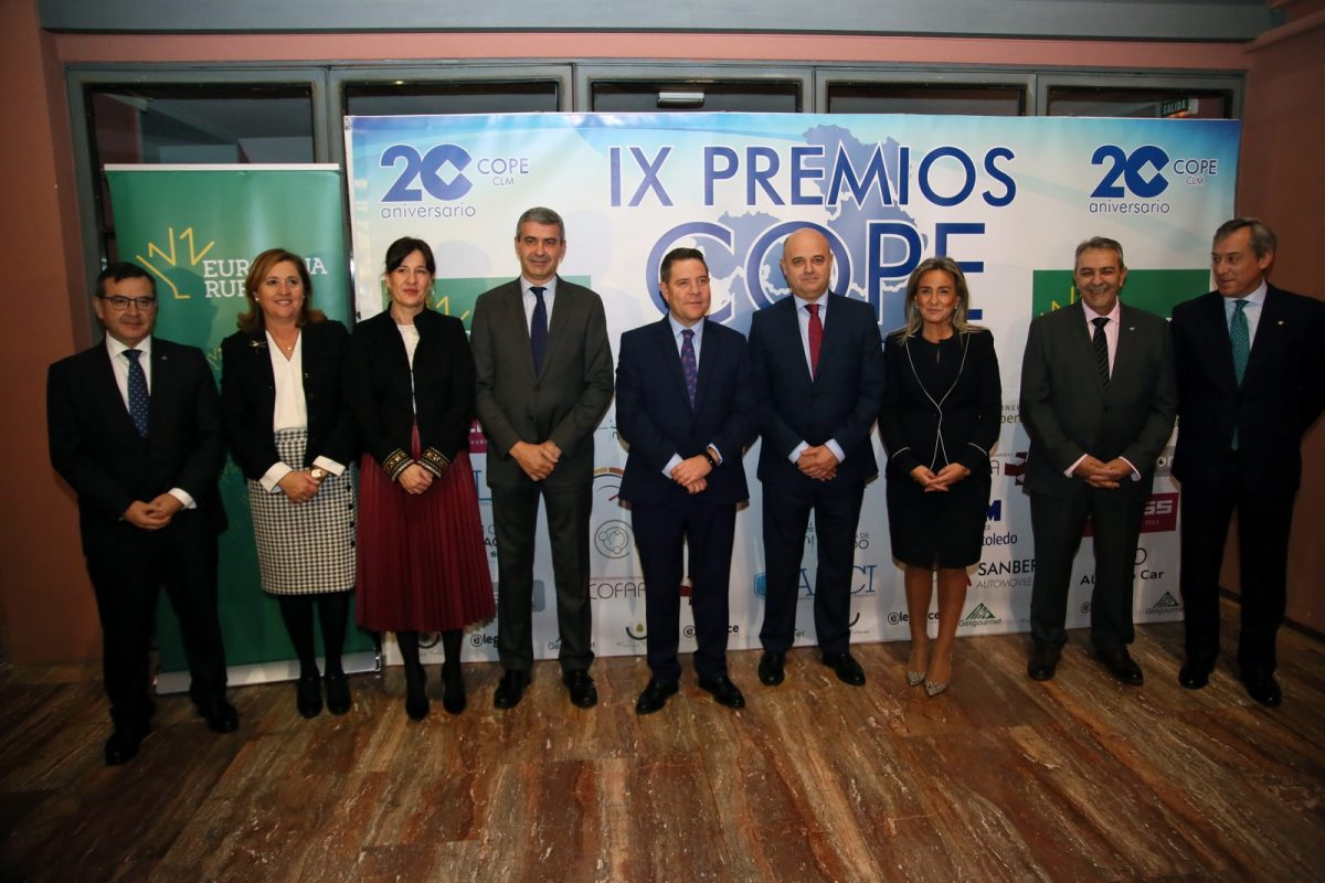 http://www.toledo.es/wp-content/uploads/2019/11/1_premios_cope-1200x800.jpg. Milagros Tolón felicita a los galardonados en los IX Premios COPE Castilla-La Mancha porque son un estímulo para toda la sociedad