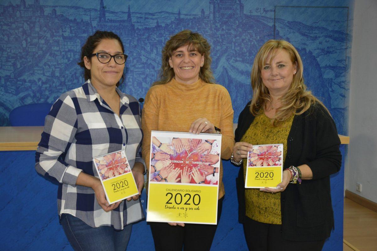 http://www.toledo.es/wp-content/uploads/2019/11/20191115_corazon_tambor-1200x800.jpg. El Ayuntamiento colabora en la segunda edición del calendario de Corazón de Tambor cuya recaudación irá destinada a APANDAPT