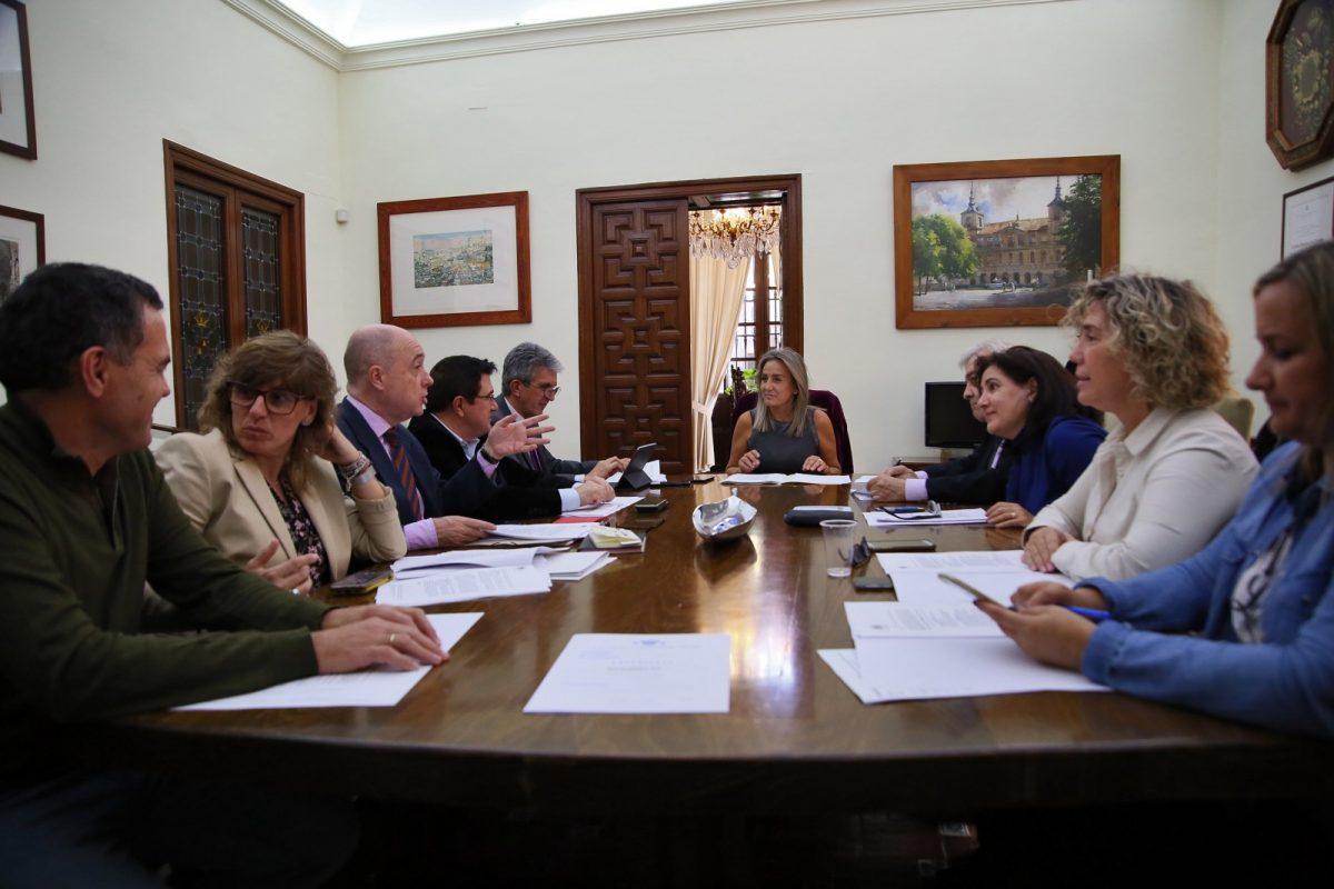 https://www.toledo.es/wp-content/uploads/2019/11/2_junta_gobierno-1200x800.jpg. La Junta de Gobierno Local aprueba el proyecto de mejora de alumbrado público en la calle Tiétar y aledañas