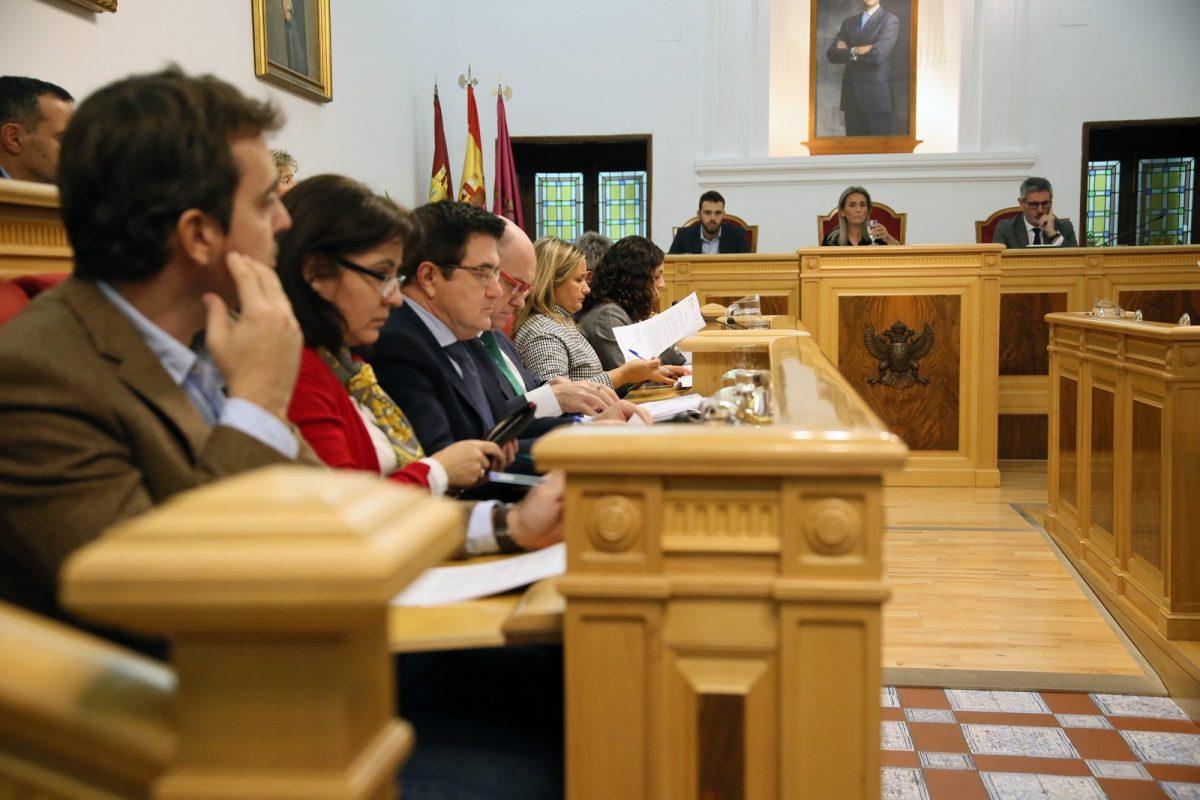 http://www.toledo.es/wp-content/uploads/2019/11/2_pleno_municipal-1-1200x800.jpg. El Ayuntamiento manifiesta su compromiso contra la violencia de género con motivo del 25-N, Día contra la Violencia hacia las Mujeres