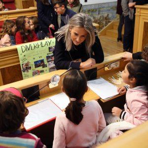 a alcaldesa traslada al Pleno infantil y adolescente que Toledo continuará en el programa de Ciudades Amigas de la Infancia