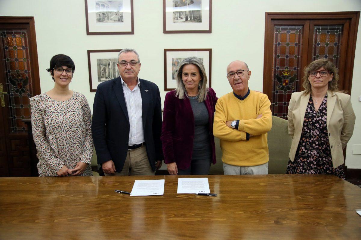 https://www.toledo.es/wp-content/uploads/2019/11/6_firma_convenio_cruz_roja-1200x800.jpg. Milagros Tolón renueva el convenio de colaboración con Cruz Roja para el programa de necesidades básicas en la ciudad de Toledo