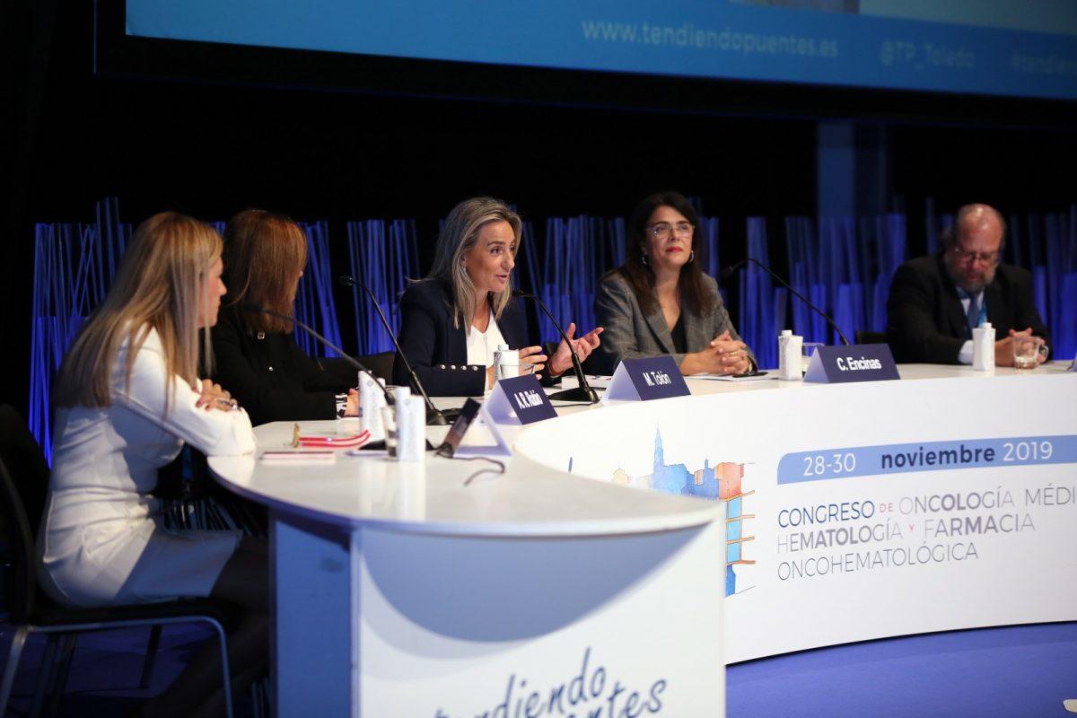 http://www.toledo.es/wp-content/uploads/2019/11/8_congreso_oncologia-1200x800.jpg. Milagros Tolón aboga por la investigación y la mejora de los protocolos de prevención y diagnóstico para hacer frente al cáncer