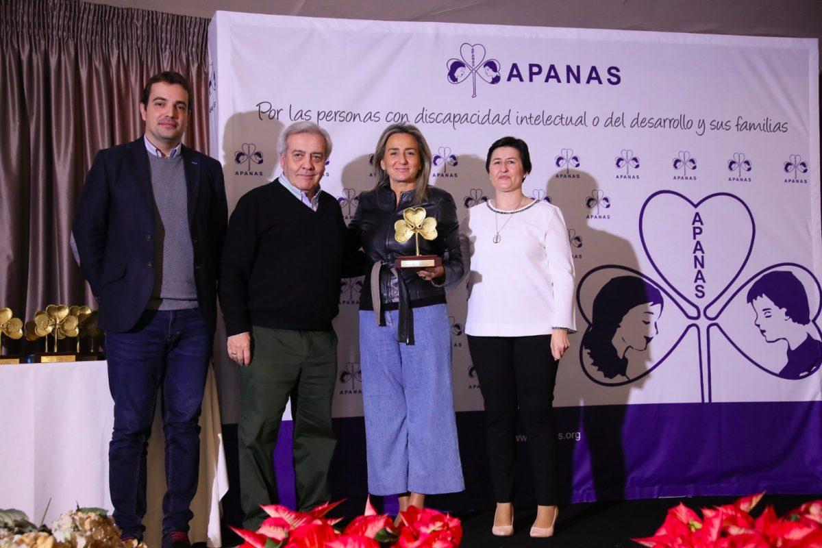 """http://www.toledo.es/wp-content/uploads/2019/11/acto_apanas-5-1200x800.jpeg. La alcaldesa recoge el galardón de APANAS al Patronato Municipal de Deportes """"por su apoyo fundamental"""" a la discapacidad"""