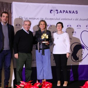 """a alcaldesa recoge el galardón de APANAS al Patronato Municipal de Deportes """"por su apoyo fundamental"""" a la discapacidad"""