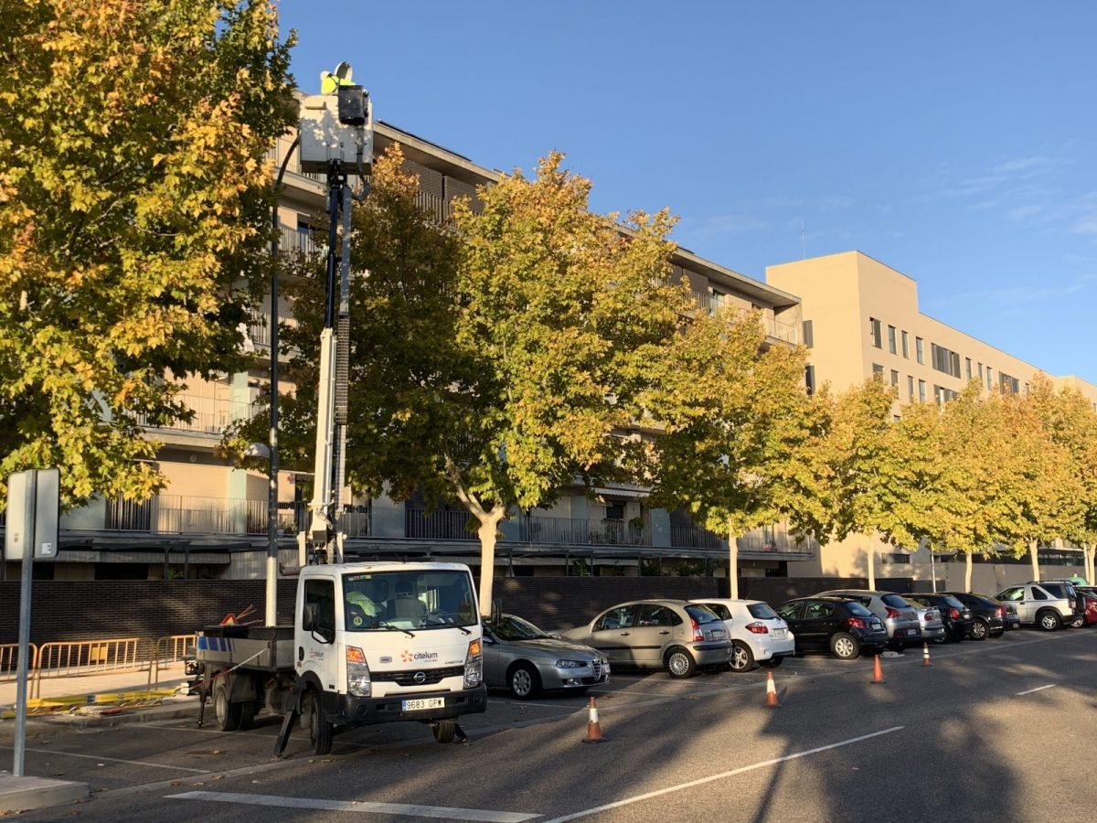 https://www.toledo.es/wp-content/uploads/2019/11/alumbrado-aceras-fase-v-05-1-1200x900.jpg. El Ayuntamiento inicia la instalación de 68 puntos de luz en la Fase V del Polígono para reforzar la iluminación de las aceras
