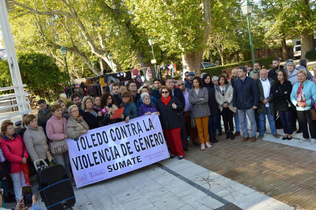 https://www.toledo.es/wp-content/uploads/2019/11/concentracion-violencia-machista_1-1200x798.jpg. El Consejo Local de la Mujer clama un martes más por una mayor protección judicial de las mujeres víctimas de violencia machista