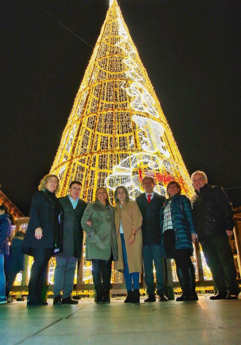 http://www.toledo.es/wp-content/uploads/2019/11/navidad-839x1200.jpeg. La alcaldesa anima durante el encendido de la iluminación navideña a participar en las actividades programadas desde el Ayuntamiento