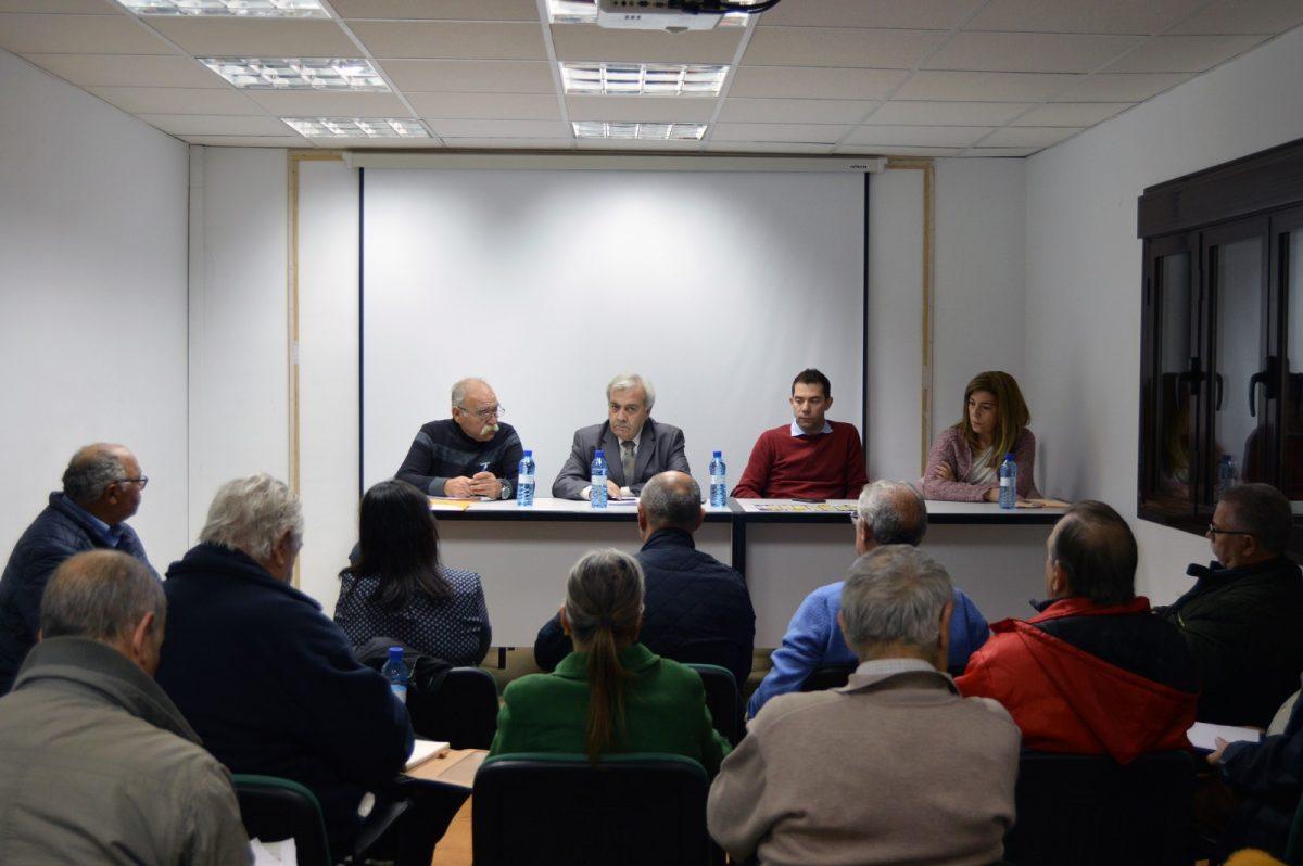 http://www.toledo.es/wp-content/uploads/2019/11/perez-del-pino_reunion-federacion_1-1200x798.jpg. El Ayuntamiento comparte con el movimiento vecinal las nuevas medidas de transporte urbano e invita a la participación y al debate