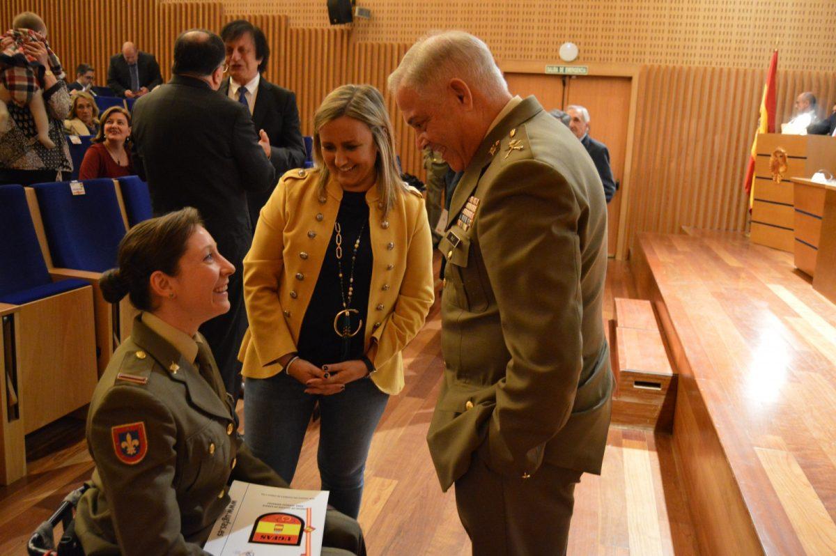 http://www.toledo.es/wp-content/uploads/2019/11/puig_ejercito-karate_2-1200x798.jpg. El Ayuntamiento recibe la Medalla de Oro de la Unidad de Gestión para las Fuerzas Armadas por su aportación a esta institución