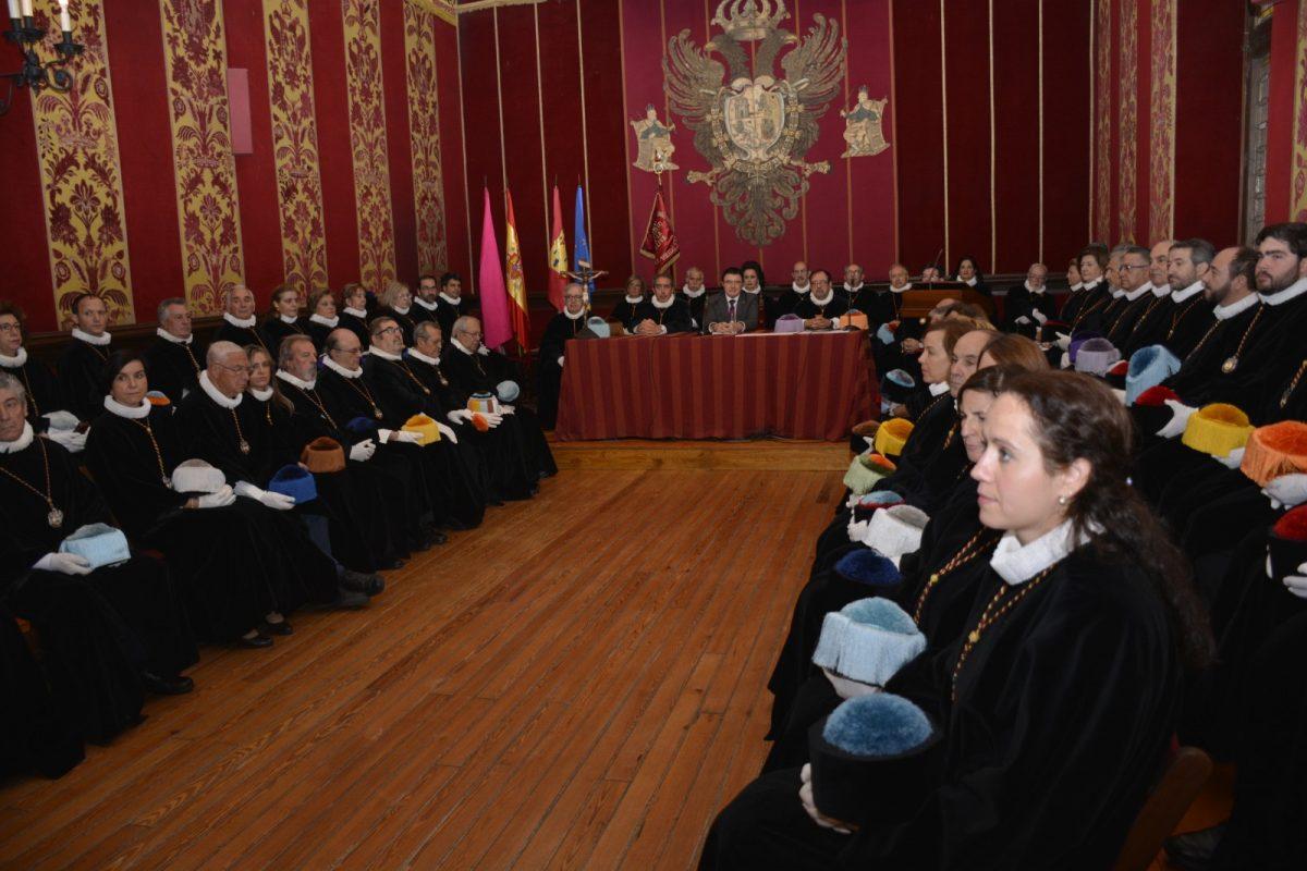 http://www.toledo.es/wp-content/uploads/2019/11/teo-garcia_investigadores_2-1200x800.jpg. El Ayuntamiento respalda la labor de la Cofradía Internacional de Investigadores y destaca su espíritu de entendimiento y fraternidad