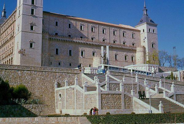 002-AKE_052_Vista del Alcázar desde sus jardines