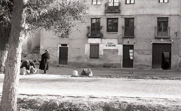 002-AKE_103_Paseo de la Rosa