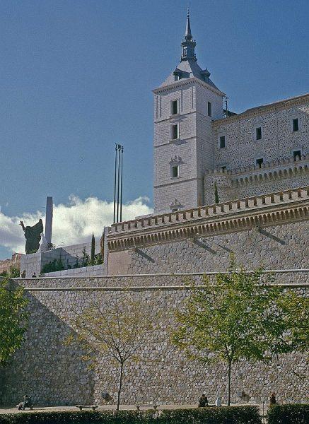 004-AKE_054_Vista del torreón sudeste del Alcázar desde sus jardines
