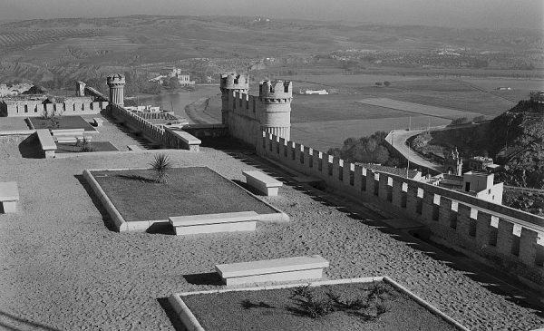 005-AKE_147_Vista de los jardines en los exteriores del Alcázar