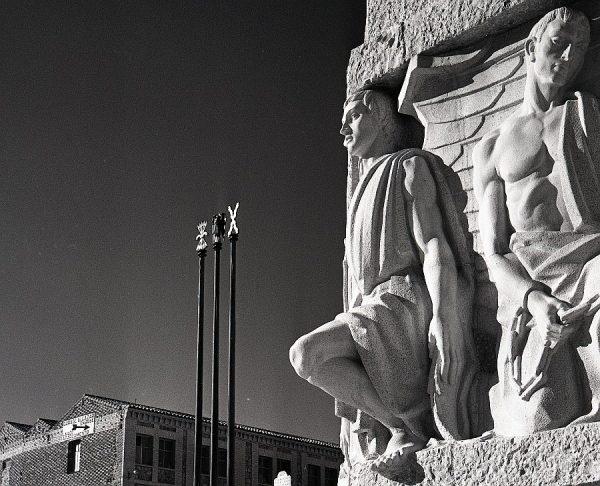 009-AKE_156_Detalle del monumento del Ángel del Alcázar