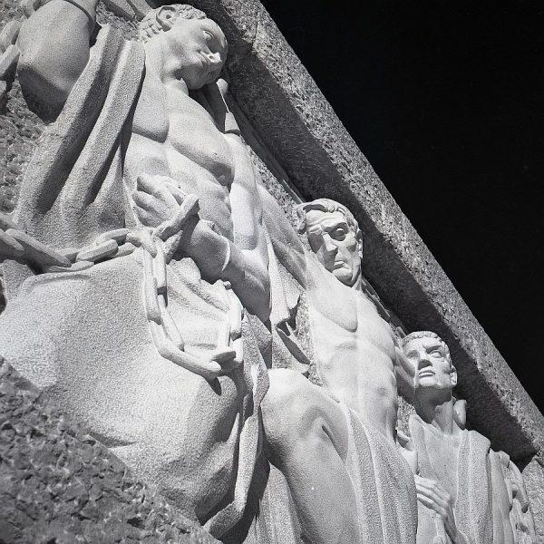 010-AKE_158_Detalle del monumento del Ángel del Alcázar