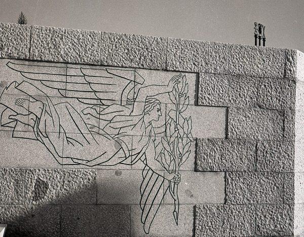 011-AKE_143_Detalle del monumento del Ángel del Alcázar